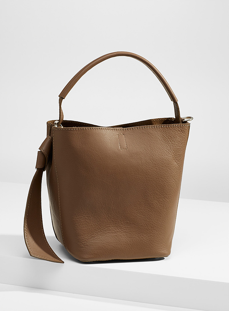Supple leather shoulder bag