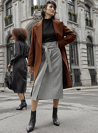 Tailored-collar wool coat with belt