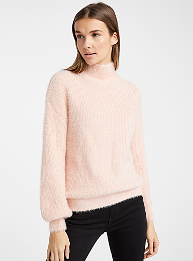 Le pull col montant poilu