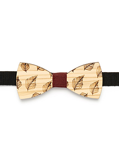 Etched-foliage wood bow tie