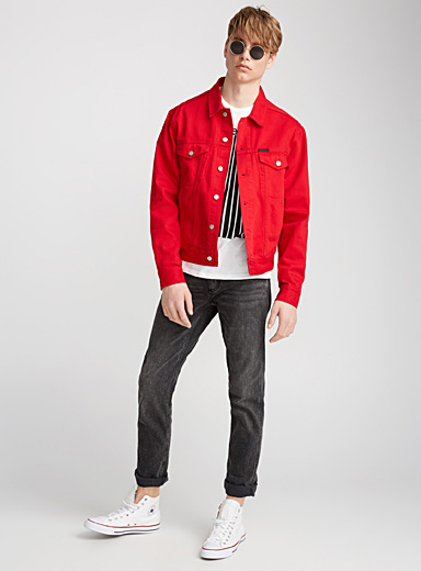 Le blouson denim rouge