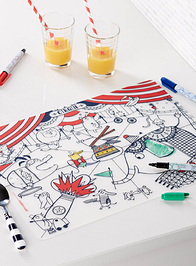 Colour-in circus place mat