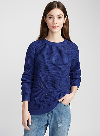Rounded ribbed sweater