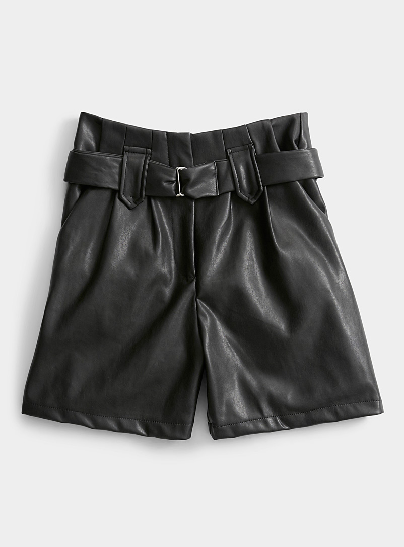 Belted faux-leather short