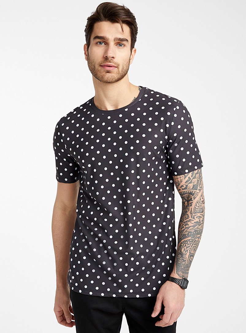 dotted-fluid-t-shirt