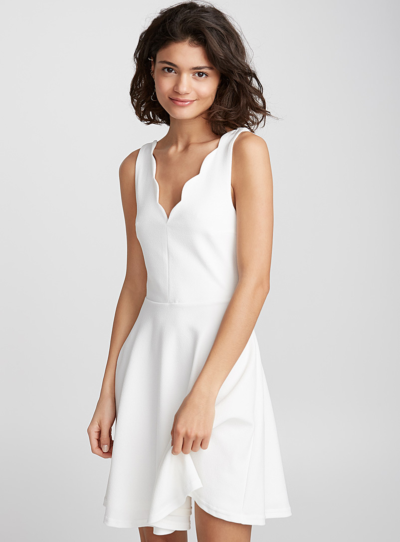 Scalloped neck dress - Fit & Flare - White