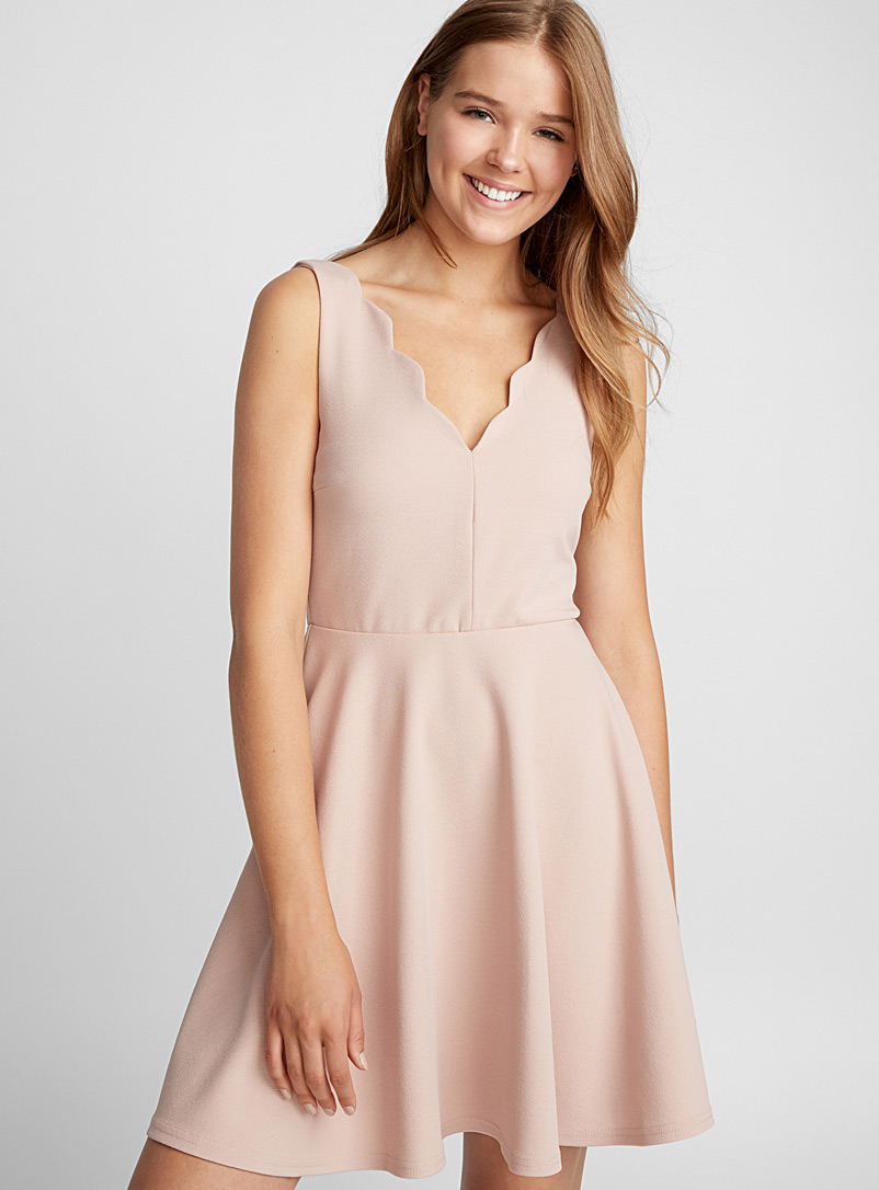 Scalloped neck dress - Fit & Flare - Pink