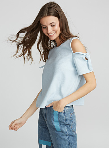 Mega-bow cold-shoulder tee
