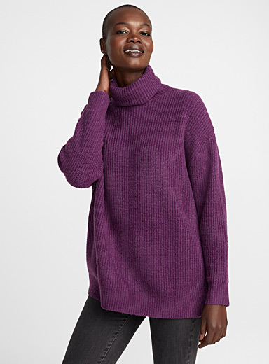 Loose ribbed turtleneck