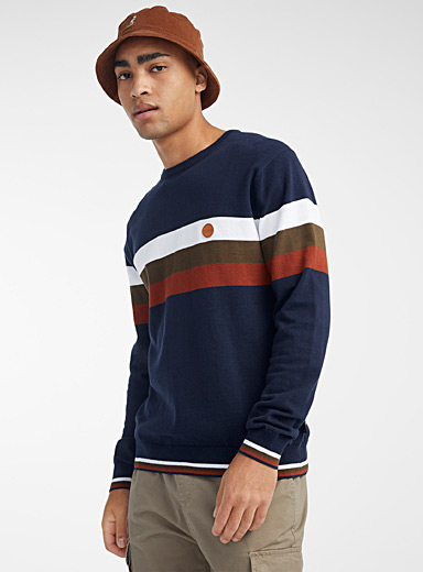 Le pull accent rayures