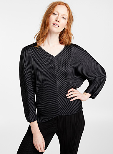 Glow pleats top