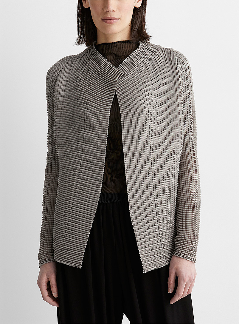 Issey Miyake: Le cardigan forme libre Wooly Pleats Gris pour femme