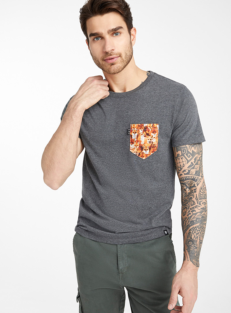 Poches & fils Charcoal No Fox Given pocket T-shirt for men