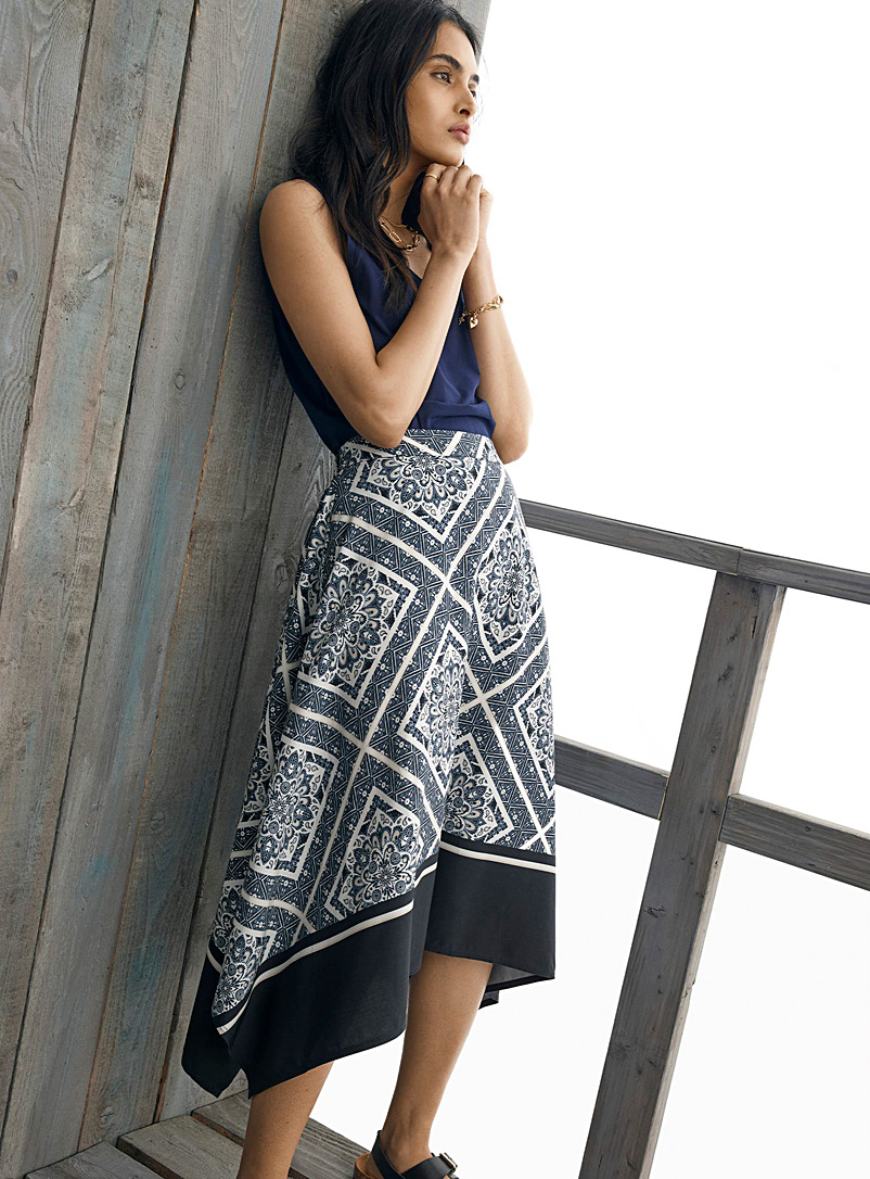 Contemporaine Patterned Blue Patterned asymmetric midi skirt for women