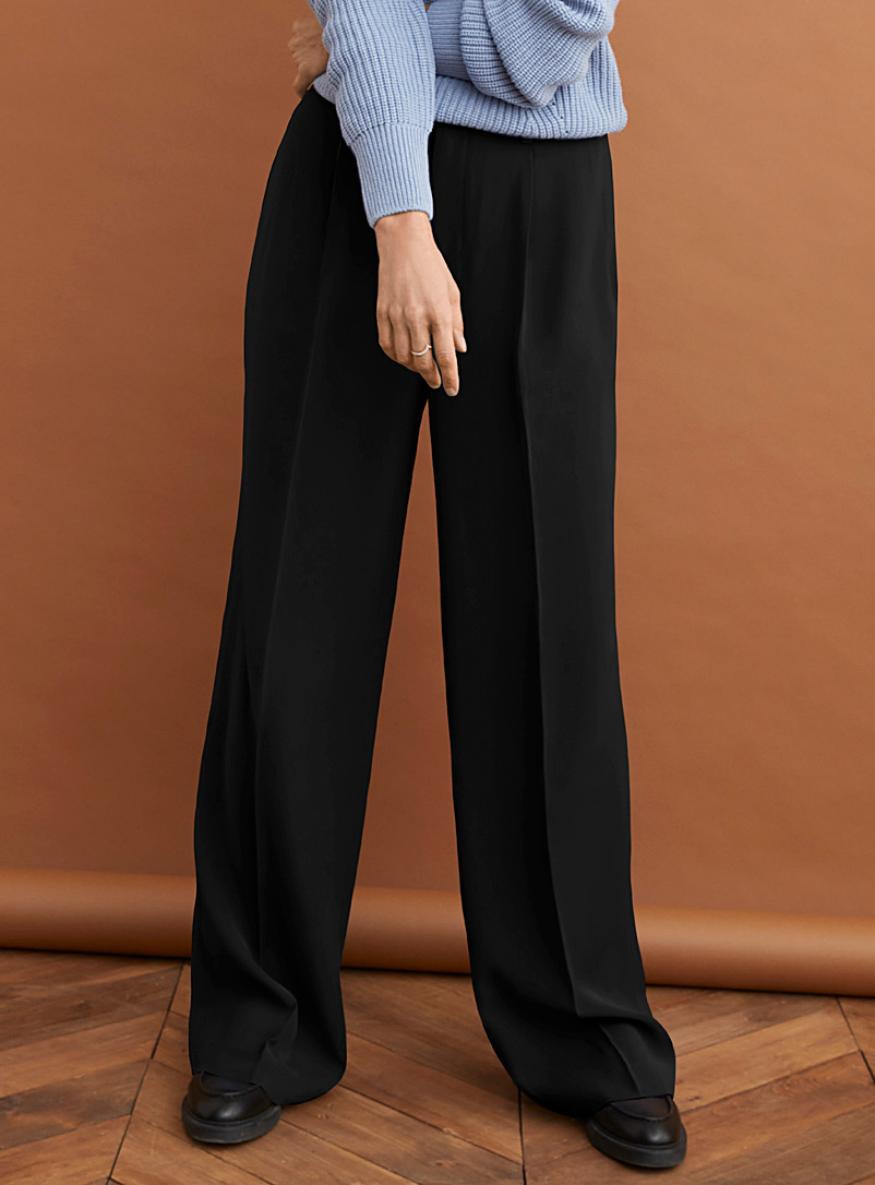 Pleated waist soft wide-leg pant