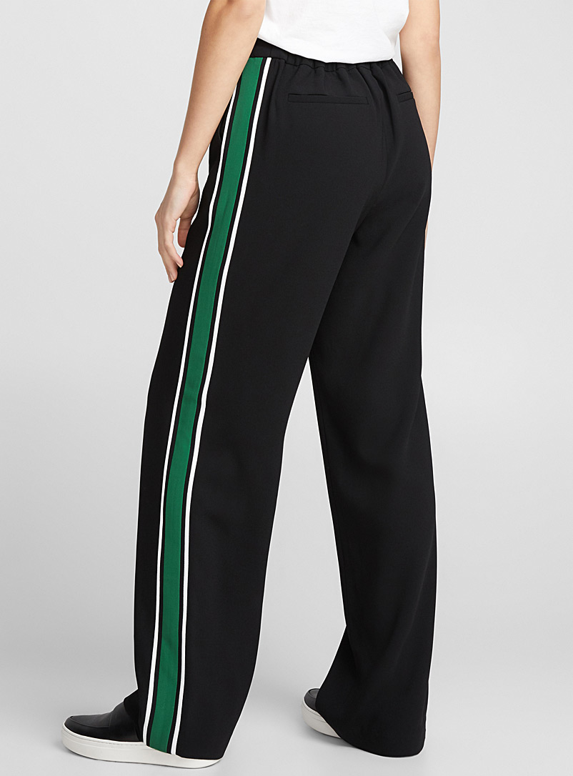 le-pantalon-large-bande-athletique