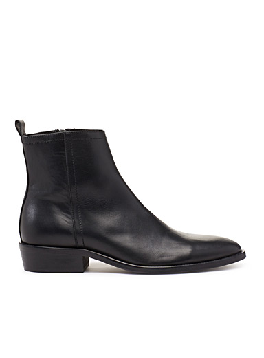 Smooth leather zipped boots