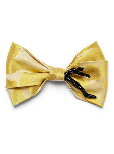 Contrasting branch bow tie