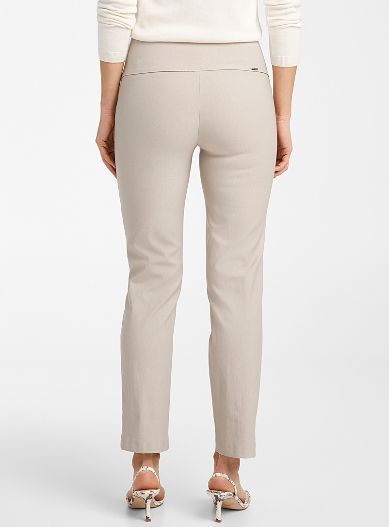 Up! Black Essential slimming pant for women