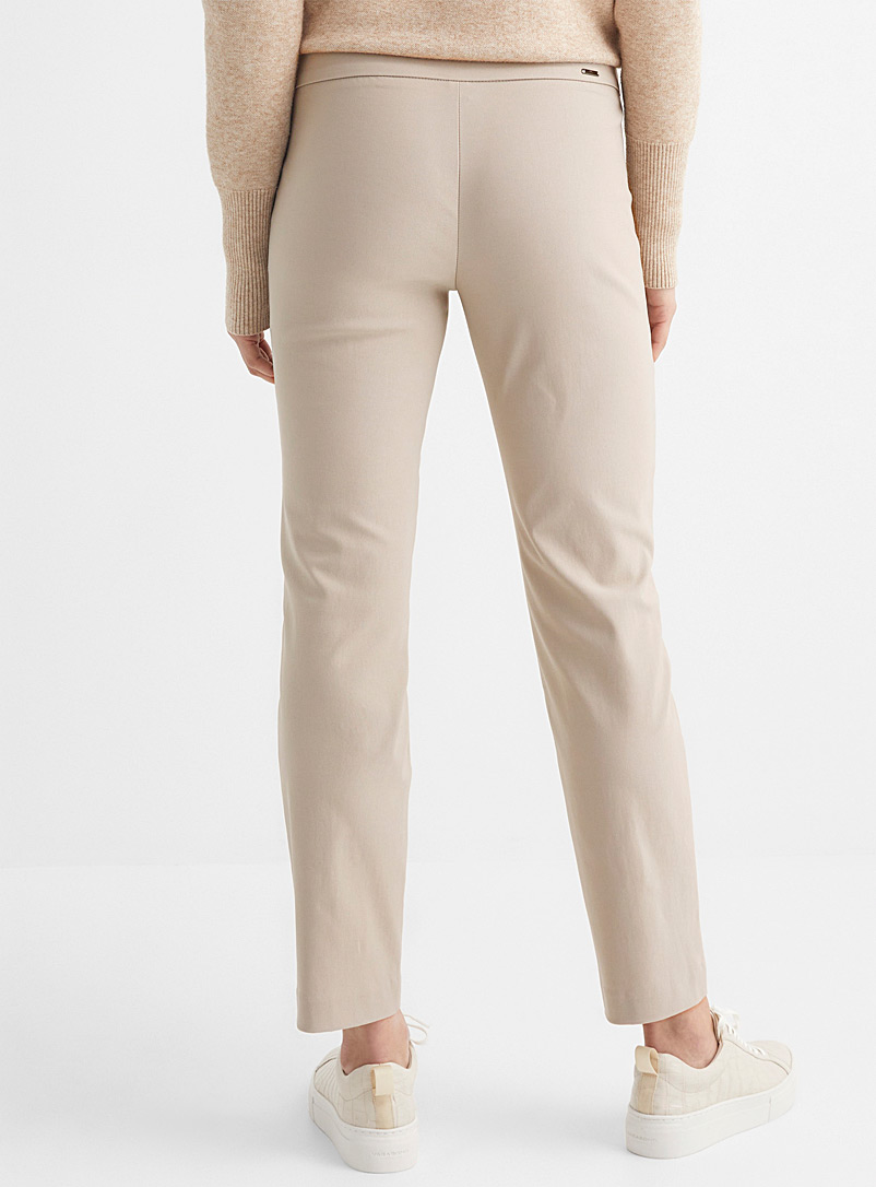 Up! Black Essential slimming ankle pant for women