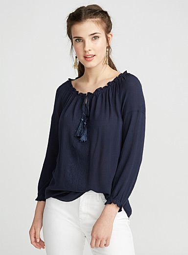 Mini embroidery off-the-shoulder blouse