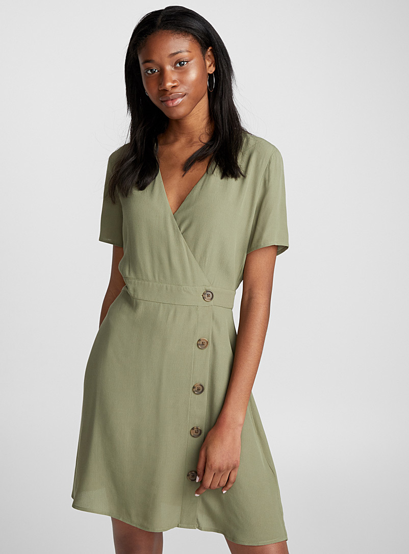 fluid-buttoned-shirtdress