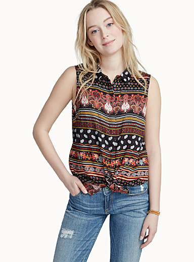 Summery patterned sleeveless shirt