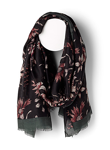 Blooming flower scarf