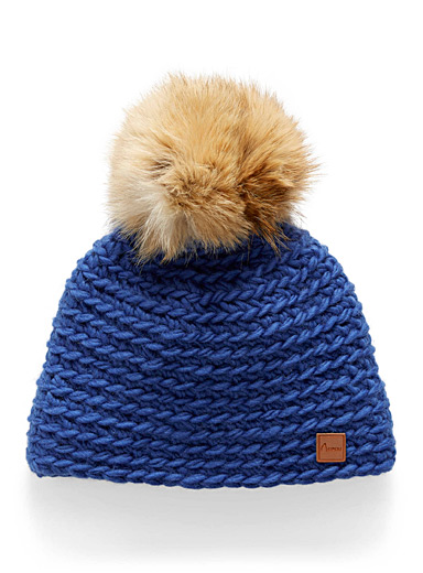 Removable pompom tuque