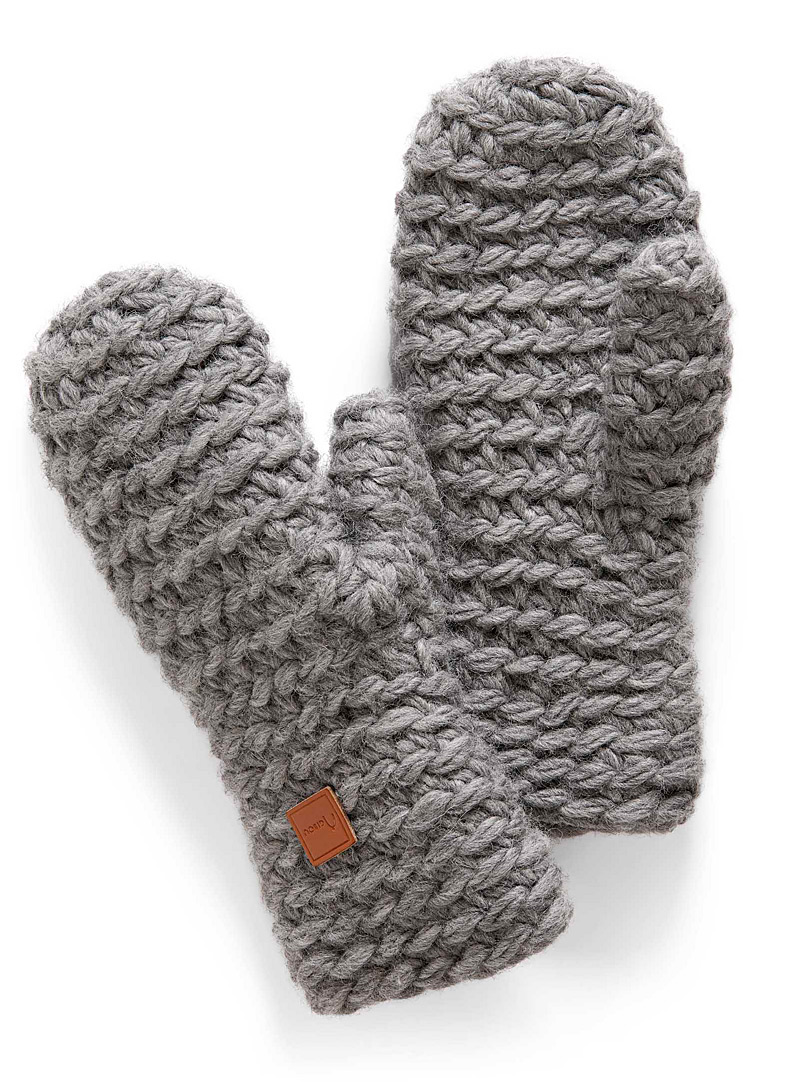adorable-knitted-mittens
