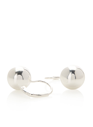 Silvery pearl earrings