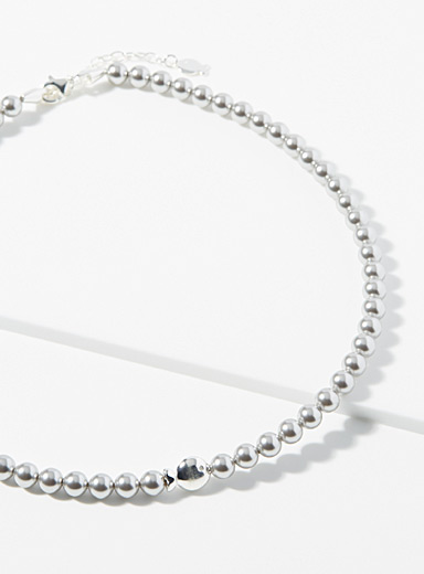 Bright pearly necklace