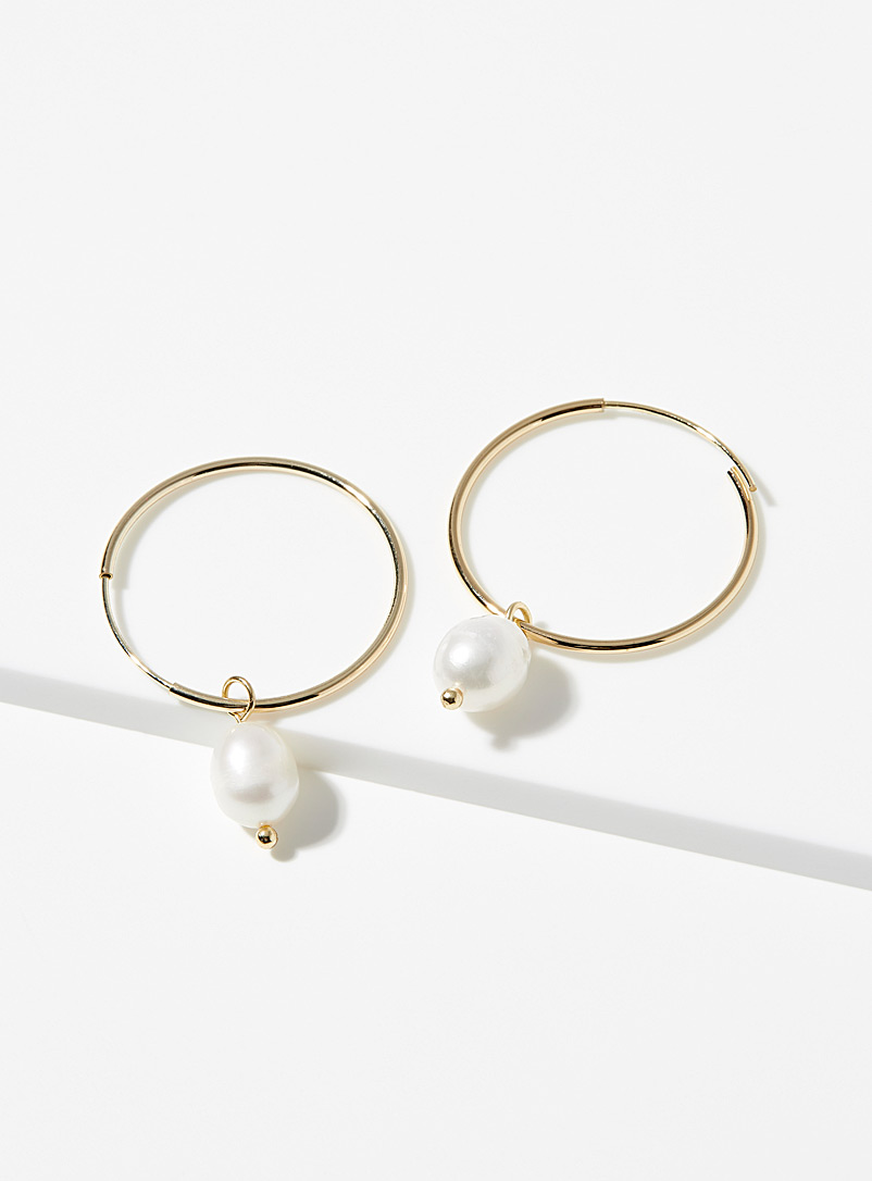 Pearly, shiny hoops