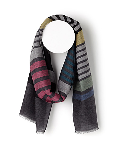 Dark stripe scarf