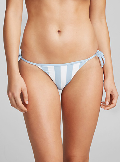 Laced-side reversible bottom