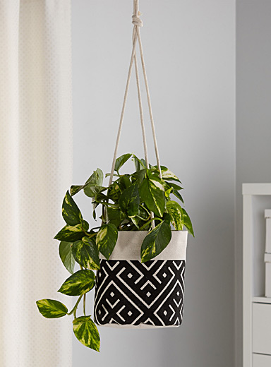 Medium hanging planter