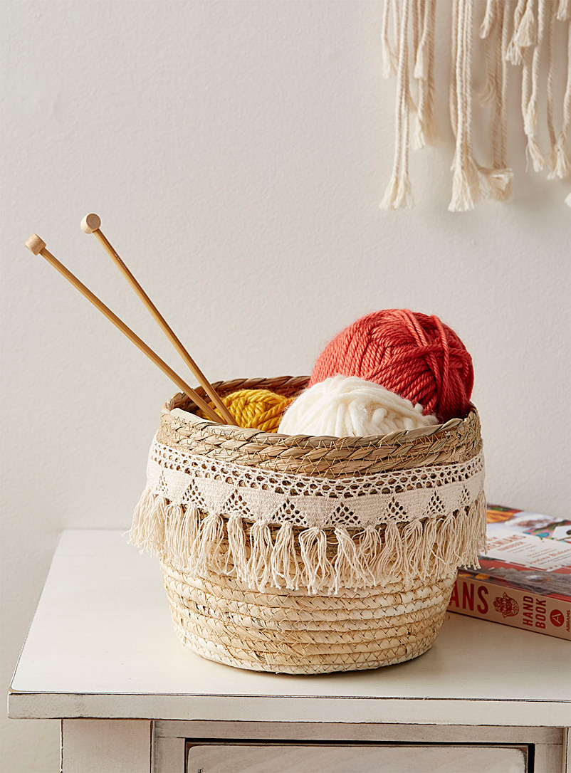 Straw and macramé basket