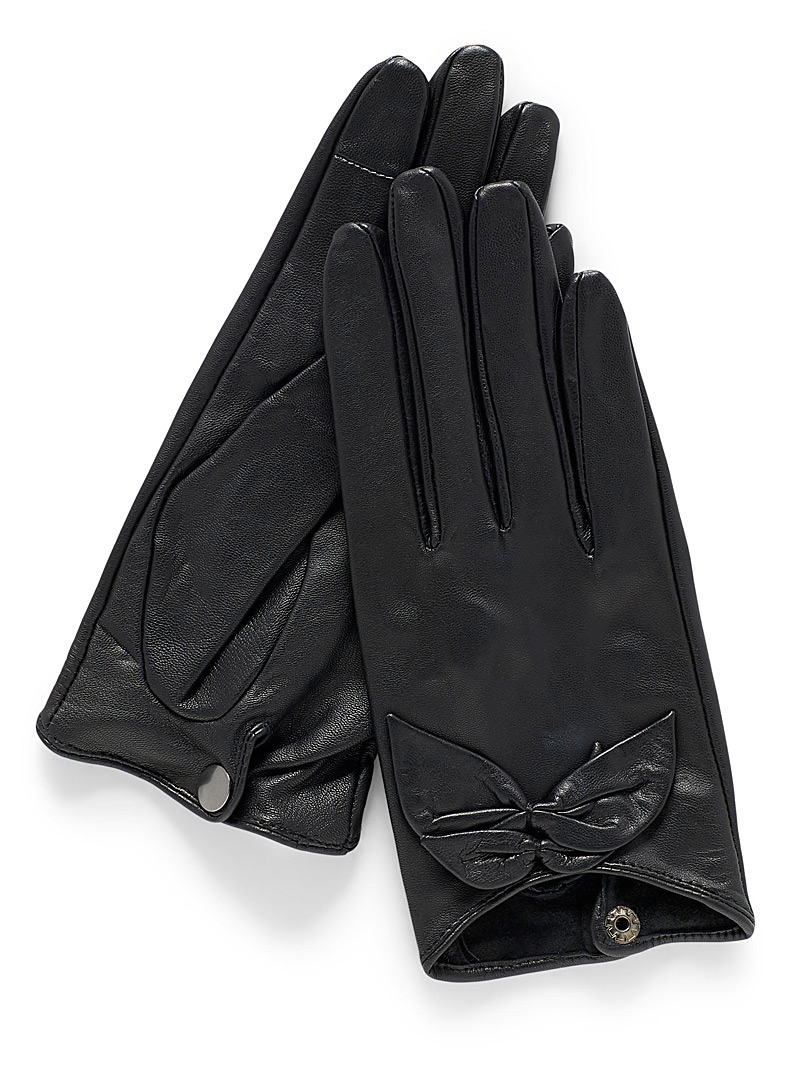 buckled-leather-gloves