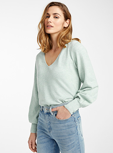 Loose-sleeve V-neck sweater