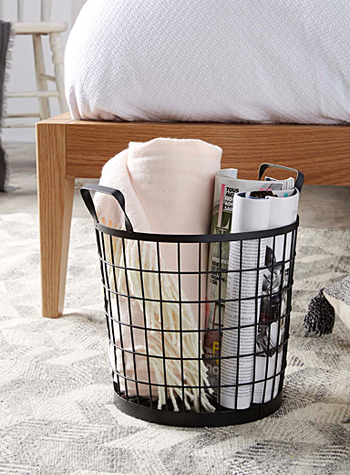 Striped wire mesh basket