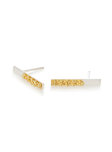 Regal golden baguette earrings