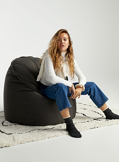 Structured cylinder bean bag chair