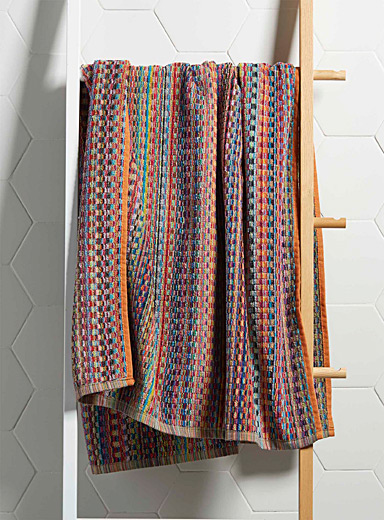 Carnival stripe bath towel