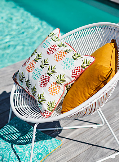 "Pineapple outdoor cushion  18"" x 18"""