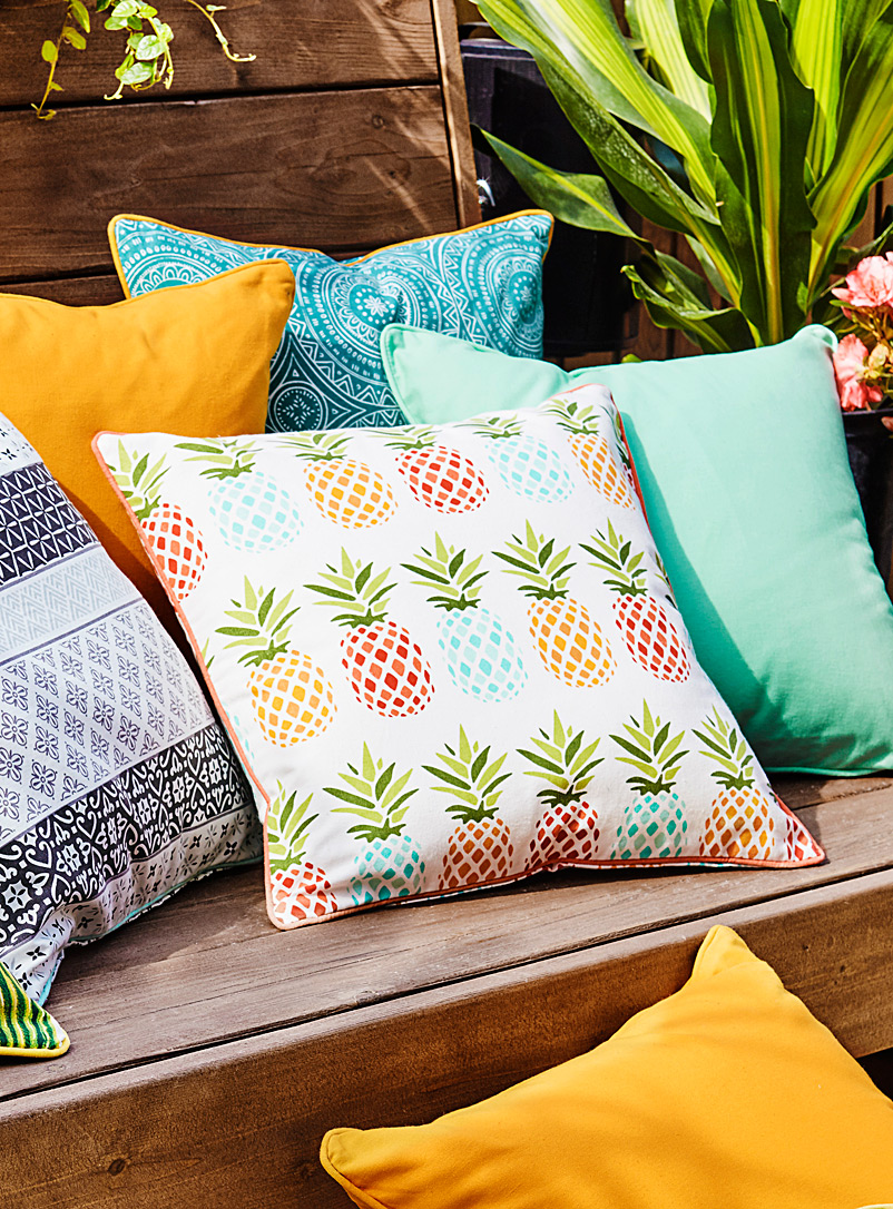 Pineapple outdoor cushion  18&quote; x 18&quote; - Printed - Assorted