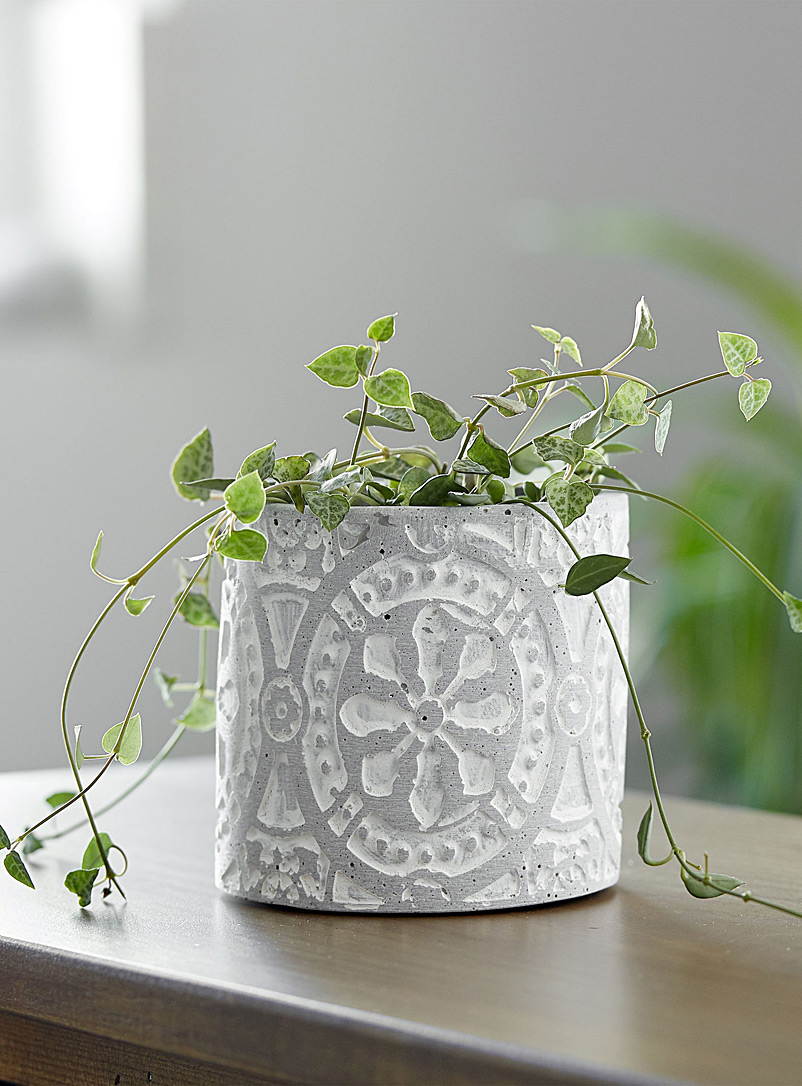 Simons Maison Patterned Grey Engraved flower planter