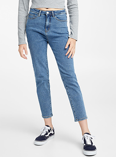 Le jeans jambe droite