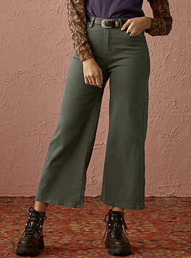 Solid high-rise wide-leg jean <br>Folk fit