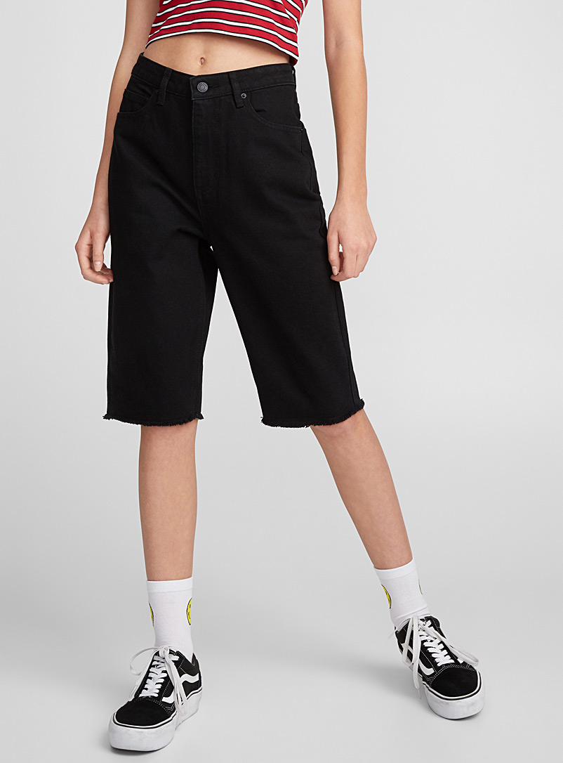 high-rise-black-denim-bermudas