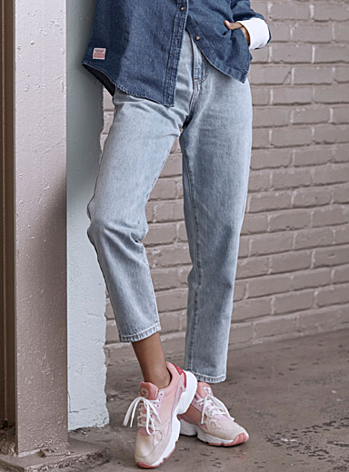 Faded blue mom jean <br>Old School fit